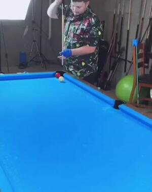 Awesome pool trickshot
