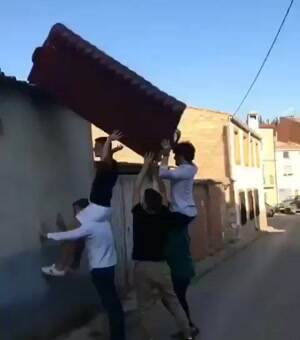 How to deliver a couch
